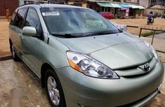 Toyota Sienna 2007 XLE Green for sale