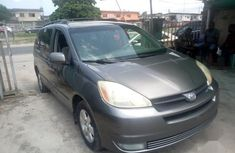 Toyota Sienna 2004 LE AWD (3.3L V6 5A) Gray for sale
