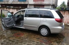Need to sell cheap used 2005 Toyota Sienna suv / crossover automatic