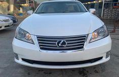 Sell white 2010 Lexus ES at mileage 98,000 at cheap price