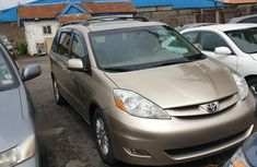 Used 2010 Toyota Sienna van  for sale at price ₦3,600,000 in Lagos