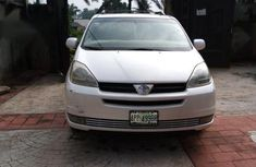Used white 2005 Toyota Sienna automatic car at attractive price