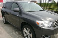 Grey/silver 2007 Toyota Highlander suv / crossover for sale at price ₦1,410,000 in Calabar