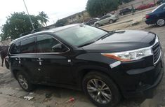Sell cheap black 2015 Toyota Highlander at mileage 625,000