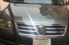 Sell well kept 2005 Volkswagen Touareg automatic at price ₦1,500,000