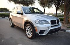 Need to sell cheap used grey 2011 BMW X5 suv in Oyo