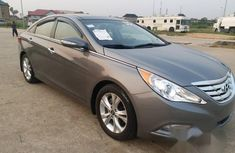 Clean and neat grey 2013 Hyundai Sonata