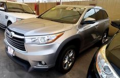 Sell cheap grey 2016 Toyota Highlander suv automatic in Lagos