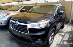 Need to sell high quality black 2014 Toyota Highlander automatic in Lagos