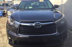 Need to sell black 2015 Toyota Highlander at mileage 26,336 in Lagos