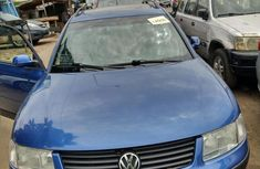 Well maintained blue 2005 Volkswagen Passat manual for sale in Lagos