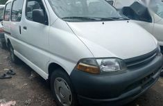 Need to sell white 2000 Toyota HiAce van at price ₦3,600,000