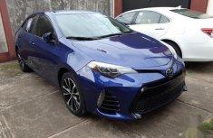 Selling blue 2017 Toyota Corolla sedan automatic