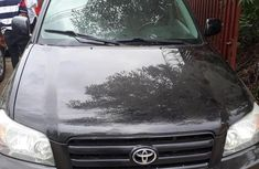 Selling black 2004 Toyota Highlander automatic at price ₦2,950,000 in Lagos