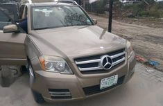Need to sell high quality brown 2010 Mercedes-Benz GLK automatic in Lagos