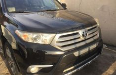 Authentic black 2012 Toyota Highlander automatic in good condition