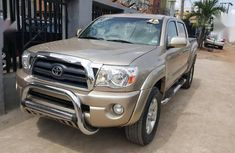 Sell cheap gold 2007 Toyota Tacoma automatic at mileage 82,000