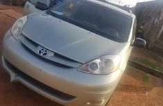 Sell gold 2006 Toyota Sienna in Suleja at cheap price