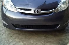 Sell well kept other 2009 Toyota Sienna automatic at mileage 105,962