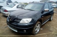 Sell used black 2006 Mitsubishi Outlander automatic at price ₦2,000,000