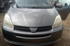 Sell grey 2005 Toyota Sienna automatic at cheap price