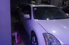 Authentic white 2005 Nissan Maxima automatic in good condition