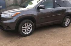 Sell neatly used 2016 Toyota Highlander at mileage 22,000