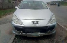 Sell well kept grey 2006 Peugeot 307 hatchback automatic