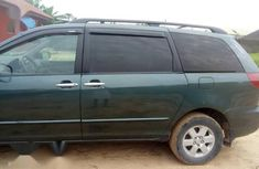 Toyota Sienna 2003 Green color for sale