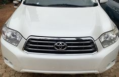 Need to sell cheap used white 2008 Toyota Highlander suv in Lagos