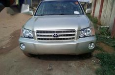 Sell gold 2002 Toyota Highlander suv at mileage 1,000 in Lagos