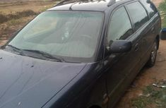 Sell cheap blue 2000 Toyota Avensis at mileage 274,476