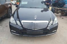 Need to sell high quality 2010 Mercedes-Benz 300E at price ₦7,000,000