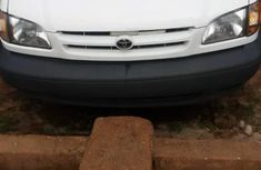 Toyota Sienna 2000 White color for sale