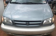 Toyota Sienna 2000 Gray color for sale
