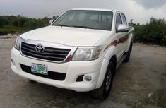 Need to sell cheap used 2013 Toyota Hilux in Warri