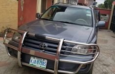 Sell neatly used 2005 Toyota Highlander at mileage 136,124