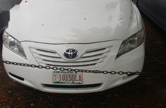Selling white 2007 Toyota Camry sedan automatic