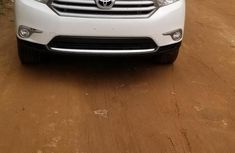 Well maintained 2011 Toyota Highlander suv automatic for sale