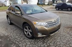Sell cheap gold 2009 Toyota Venza automatic at mileage 5,000