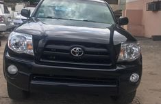 Selling black 2006 Toyota Tacoma automatic in Lagos