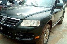 Best priced green 2005 Volkswagen Touareg in Abuja