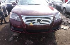 Selling 2010 Toyota Avalon automatic at price ₦3,100,000 in Lagos