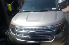 Sell gold 2014 Ford Explorer suv automatic at mileage 0