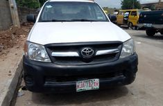 Sell high quality 2009 Toyota Hilux manual at price ₦2,500,000