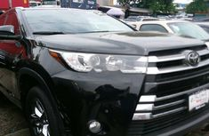 Black 2019 Toyota Highlander suv automatic for sale at price ₦26,000,000