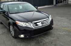 Selling black 2012 Toyota Avalon sedan automatic