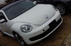 Need to sell cheap used white 2012 Volkswagen Beetle hatchback automatic