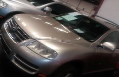Sell used gold 2004 Volkswagen Touareg automatic at price ₦1,000,000