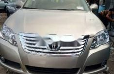 Gold 2005 Toyota Avalon sedan automatic car at attractive price